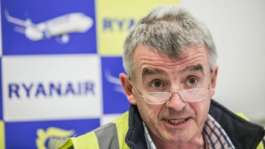 OVERVÅKER:  Datatilsynet krever at Ryanair fjerner kameraer som overvåker selskapets ansatte på Rygge.Her er Ryanair-sjefen, Michael O'Leary, fra en pressekonferanse på flyplassen i april. Foto: REUTERS / Stian Lysberg Solum / NTB Scanpix