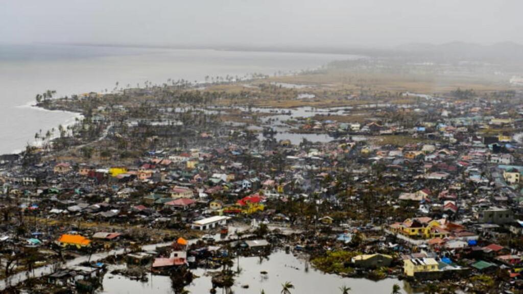 RAMMET:  Byen Tacloban ble hardest rammet. Ødeleggelser. Her er et flyfoto tatt fra transport med US. Marines. Foto: John T. Pedersen / Dagbladet