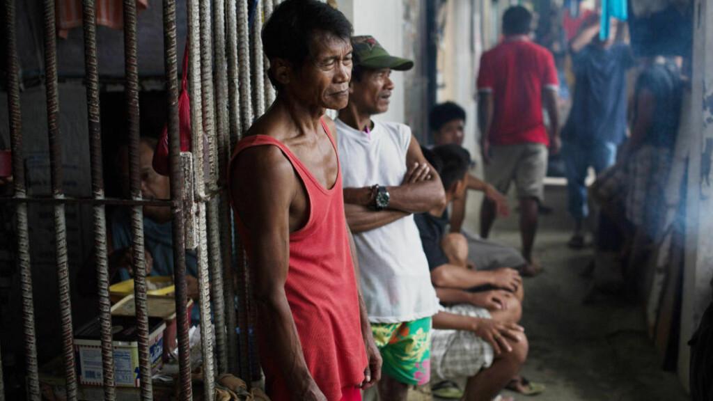 TILBAKE: Nær halvparten av fangene som flyktet under tyfonen har kommet tilbake. Frivillig. Foto: AFP / Nicolas ASFOURI/NTB-Scanpix