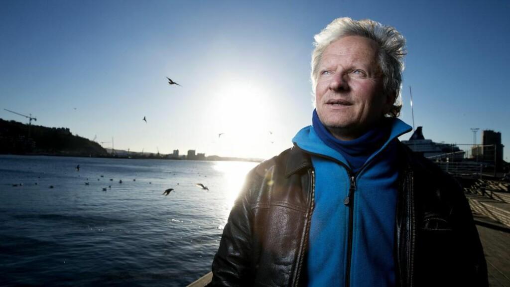 KRITISK: Marinbiolog Henning Røed er i boka «Fiskehistorier» sterkt kritisk til en utvikling der han mener norske fiskeressurser som på sikt kan være verdt flere hundre milliarder kroner, er i ferd med å vederlagsfritt falle i private hender. Foto: Bjørn Langsem / DAGBLADET