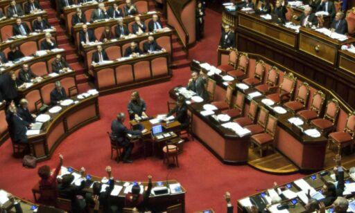 image: Berlusconi er politisk kastet på gata av Senatet