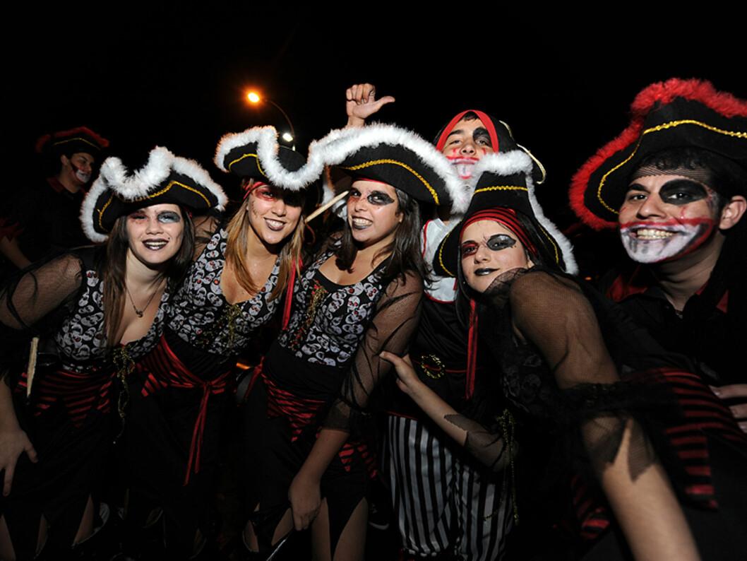 Denne gjengen gikk for det skumle, i sine piratkostymer. Foto: Hans Kristian Krogh-Hanssen