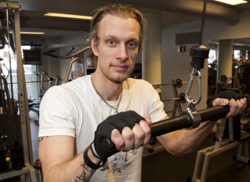 Kristofer Wallmo syns de som svetter mye kan ta med seg et håndkle. Foto: Per Ervland