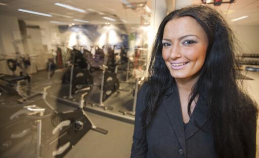 Hanna Pedersen legger merke til noe mer enn andre, som resepsjonist på treningssenter. Foto: Per Ervland