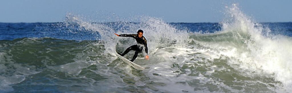 Dette er et hotell for surfere eller de som er glad i havet - rett utenfor dørtersklen finner du noen av verdens beste bølger. Foto: Hans kristian Krogh-Hanssen