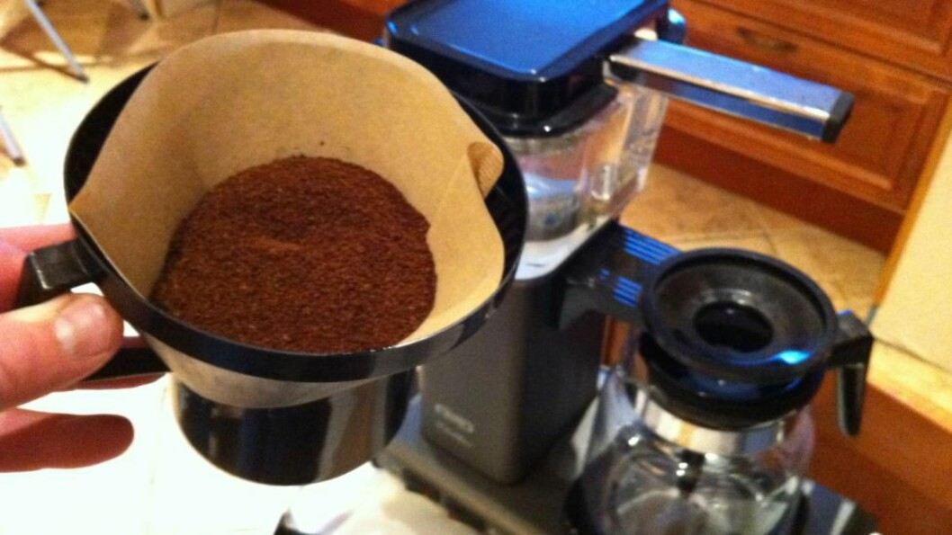 <strong>FILTERET KAN BRUKES TIL MYE MER ENN DU TROR:</strong> Første trinn er å bytte ut brune kaffefilter med hvite, derettter får du 12 smarte ting du kan gjøre med de filtrene som er til overs.  Foto: ØYVIND PAULSEN / DINSIDE.NO