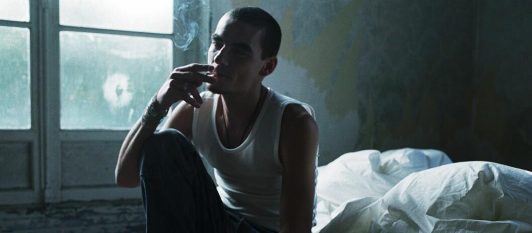 Du nyter kanskje å ta deg en røyk, men det gjør neppe naboen over deg.  Foto: colourbox.com