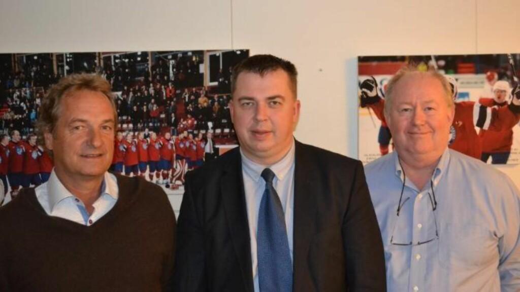 MØTE I SEPTEMBER:  Generalsekretær i ishockeyforbundet Jon Haukeland (t.h) møtte KHLs representant Antanas Sakavickas (i midten) i september. Foto: HockeyNytt.