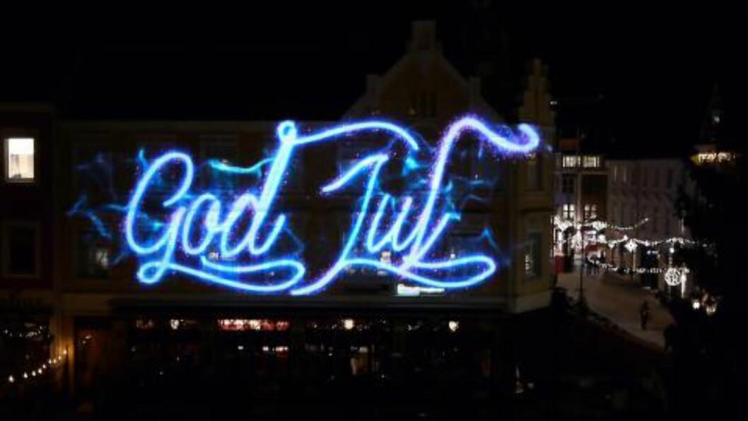 TRADISJON: Dette er tredje året på rad at publikum ønskes god jul på torget. Foto: Blank