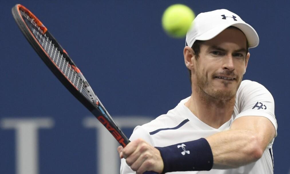 <strong>&nbsp;HØRTE LITE:</strong> Andy Murray slet med å høre ballen i innendørshallen. Foto: REX / NTB Scanpix