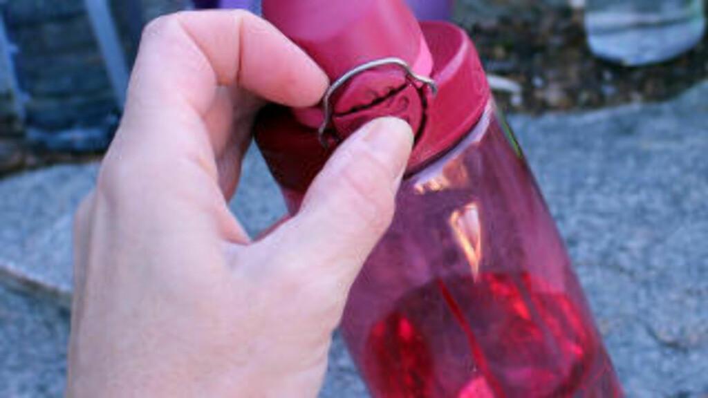 TESTVINNER: OTF (on the fly) fra Nalgene har en smart åpne/lukkepatent, som også er god å drikke av. Holder tett. Foto: KRISTIN SØRDAL