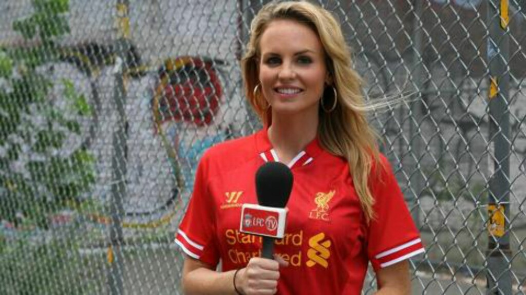LIVERPOOL-JOBB: Amanda Burden på jobb for Liverpool-TV i New York. Foto: www.facebook.com/liverpoolfc