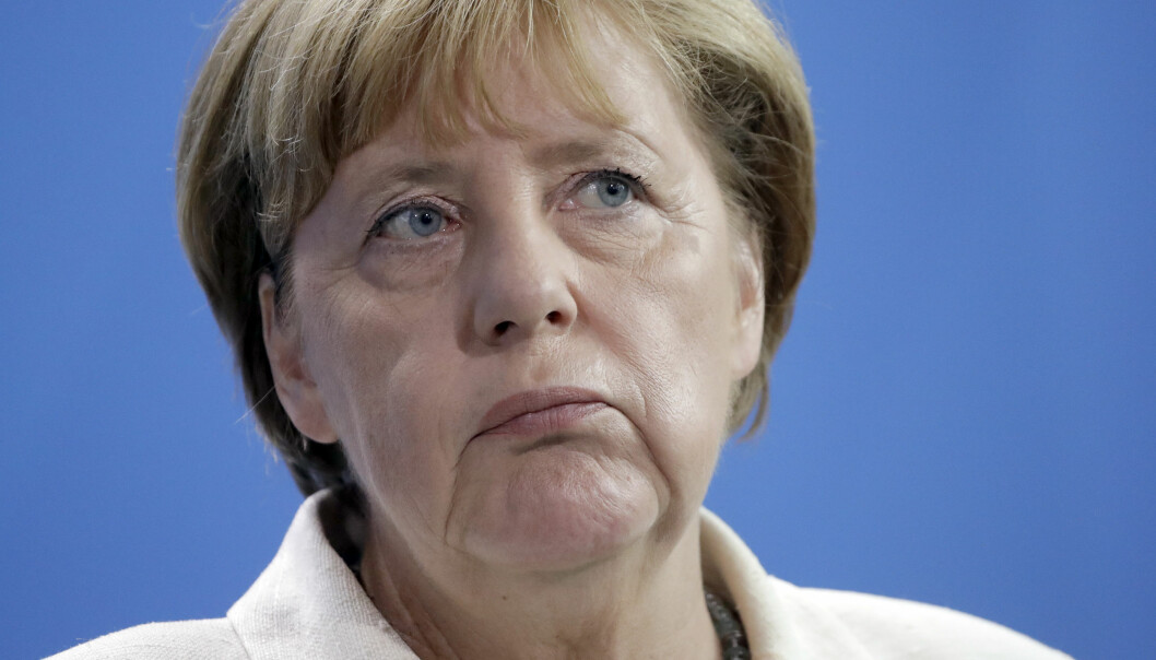 <strong>MØRKEBLÅ MANDAG:</strong> Angela Merkel og hennes kristeligdemokrater går på en kraftig nesestyver under søndagens valg i Mecklenburg-Vorpommern. Foto: Michael Sohn / AP