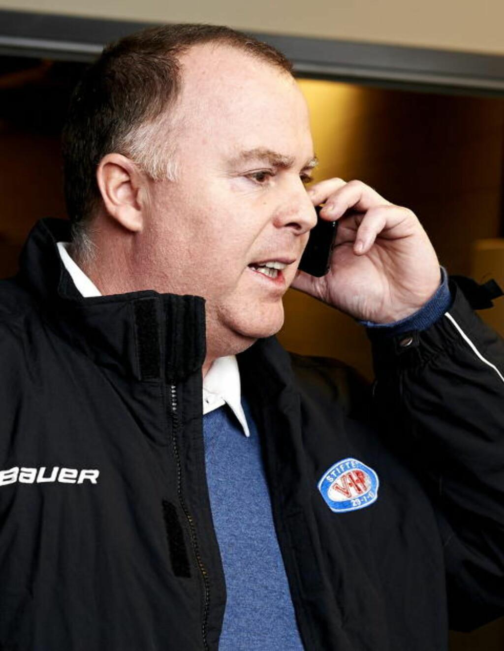 I DIALOG: Administrerende direktør i Vålerenga Ishockey, Jan Tore Kjær snakker daglig med representantene i KHL for å se på muligheten til å bli en del av ligaen.  Foto: Kent Skibstad / NTB Scanpix
