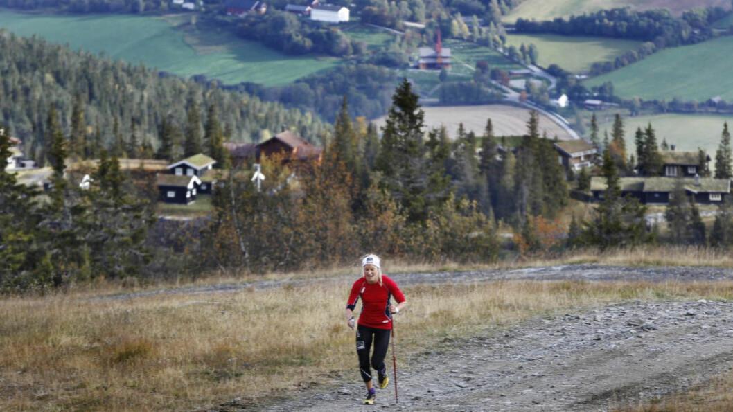 <strong>TA BEINA FATT:</strong> Dårlige treningsmuligheter på snø gjør at de norske OL-håpene må finne på andre ting mellom konkurranser i Sotsji. Her er  Therese Johaug i aksjon i det todelte testløpet for langrennsjentene på rulleski og joggesko opp alpinbakken i Kvitfjell tidligere i år.   Foto: Geir Olsen / NTB scanpix