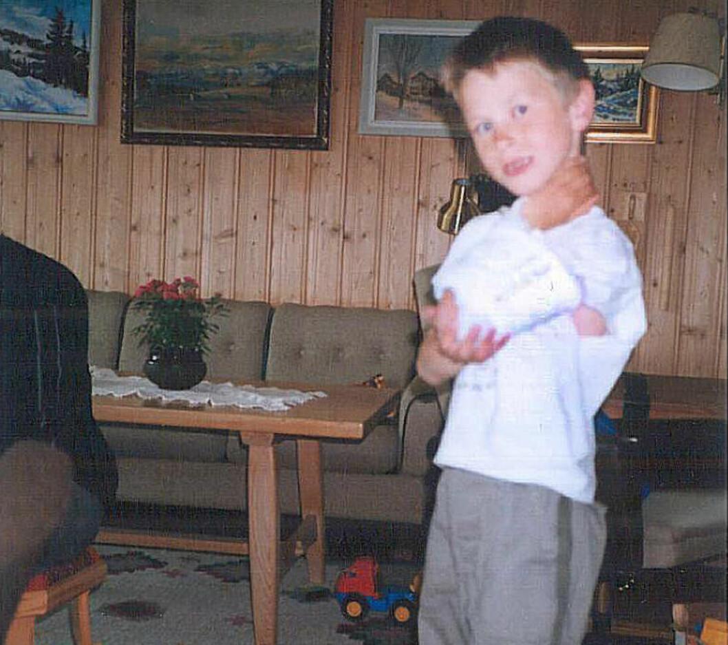 <strong>KOMPLISERT BRUDD:</strong> Kjetil Kaldråstøyl (22) var åtte år gammel da han fikk et komplisert brudd i armen under lek. Nå får han erstatning etter feilbehandling. Foto: Privat