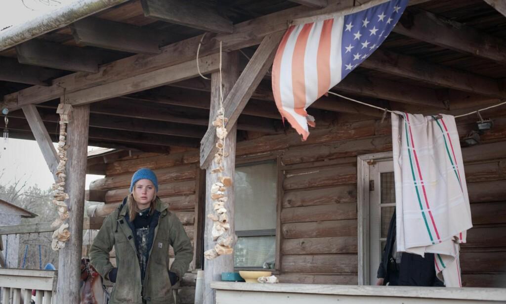WHITE TRASH: Hvit fattigdom og såkalt white trash i USA er mesterlig beskrevet i filmen «Winter's Bone (2011), som ga Jennifer Lawrence en Oscar-nominasjon. Foto: Filmweb