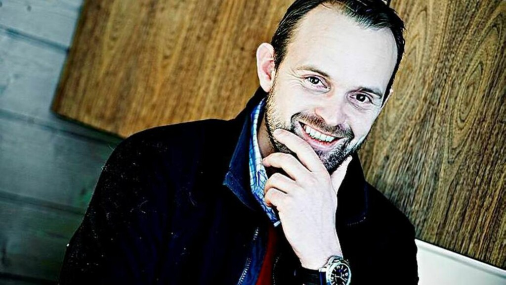 BOLIGPRISENE: Eiendomsmegler Anders Langtid spår oppgang i boligprisene i 2014. Foto: Eivind Yggeseth / Finansavisen