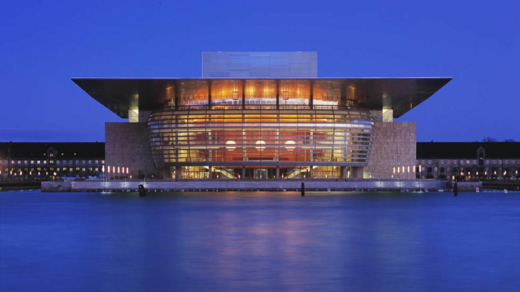 <strong>DÅRLIG BYPLANLEGGING:</strong> Karsten R.S. Ifversen trekker fram Københavns nye opera, kalt blant annet Gassvarmeren, Grillen og Brødristeren, som et skrekkeksempel på et «gjerrig» bygg. Innmaten er utmerket, men ikke omgivelsene: «Man ser aldri et menneske på plassen foran Operaen», skriver han. Foto: Steen Larsen / NTB Scanpix.