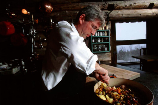 Arne Brimi lærer deg kunsten å kokkelere. Foto: Vianvang