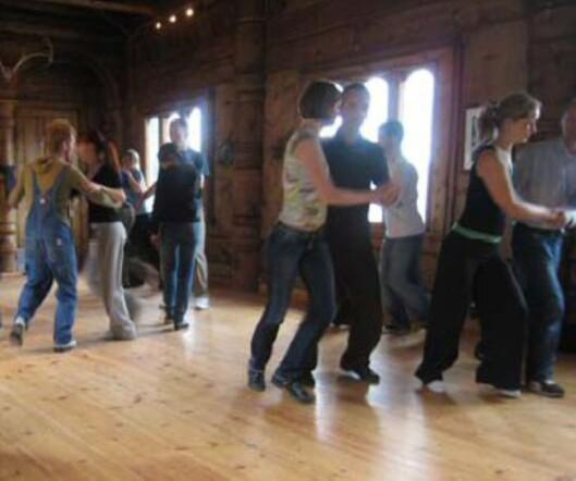Lav terskel og ekte danseglede under Haukeliseters lindy hop-kurs. Foto: Haukeliseter