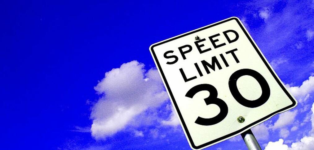 Hvor fort er 30 miles i timen?