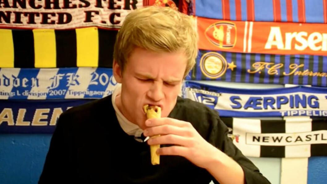 Reklameskuespiller, Henrik ljosland Waale, er trolig verdens første til å smake på kebab i krumkake.