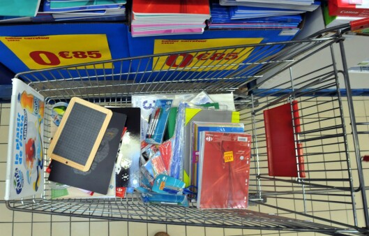 Speil gjør det enklere for butikkansatte å kikke oppi vognene, men det gjør det også enklere å snappe PIN-koder, mener politiet. Foto: Colourbox.com