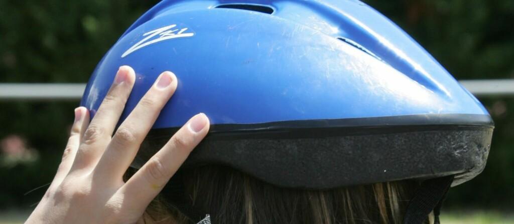En sykkelhjelm som brukes feil vil miste all effekt. Foto: colourbox.com