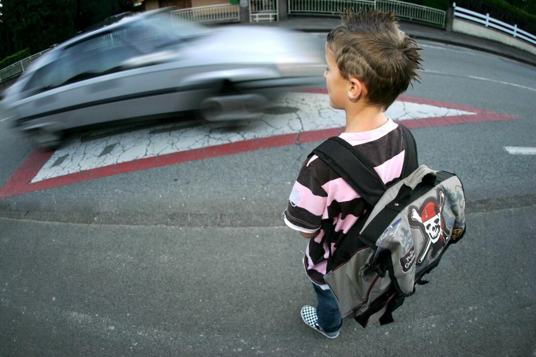 Totalforbud mot biltrafikk rundt skoleområdene er et av forslagene til å sikre barnas skolevei. Det mener over 50 prosent av de spurte i en ny stor undersøkelse, utført av Norstat for If. Men både forsikringsselskapet og Norges Automobil-Forbund er skeptiske til om dette er veien å gå. Foto: Colourbox.com
