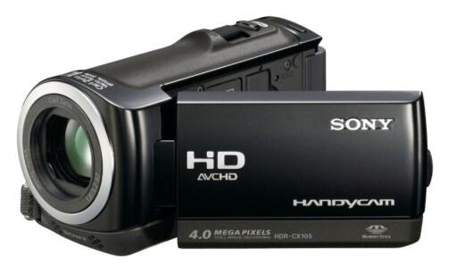 Sony Handycam HDR-CX105 er premien til 2. og 3. plass. Videokameraet har en ekstremt følsom Exmor R CMOS-sensor, som dobler lysfølsomheten sammenlignet med SD videokameraer. Dette betyr mindre støy i bildet, noe som er spesielt aktuelt ved opptak i meget krevende lysforhold. Videokameraet byr på 8GB intern hukommelse, som gir plass til 3 timer med HD-video. Kameraet har en  funksjon som syr sammen videoklipp for deg også.  Highlight Playback finner automatisk klipp fra bestemte datoer, og setter sammen utvalgte opptak og stillbilder. Film og stillbilder komponeres dermed sammen til en presentasjon med overganger og bakgrunnsmusikk. Foto: Sony