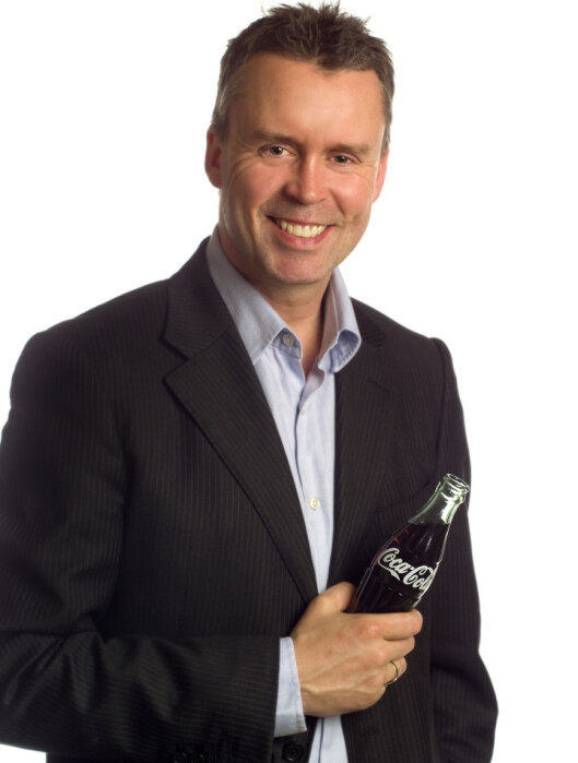 <strong>LIGHT-BRUS:</strong> Smaken av sukkerfri Coca-Cola kan varierer fra land til land, avhengig av hvilke søtningsmidler som brukes, forklarer kommunikasjonsdirektør Stein Rømmerud. Foto: Coca-Cola Norge