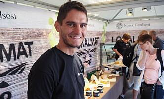 <strong>OST TIL TURISTMAGNET:</strong> Gøran Rasmussen Åland leverer oster til blant annet Hurtigruten. Foto: MERETHE HOMMELSGÅRD