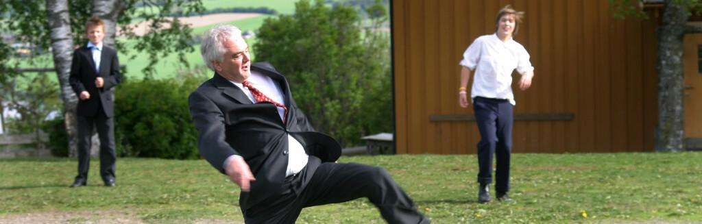 Gamle kunster hentes frem på familiefesten. Foto: Liv Ø Kornerud