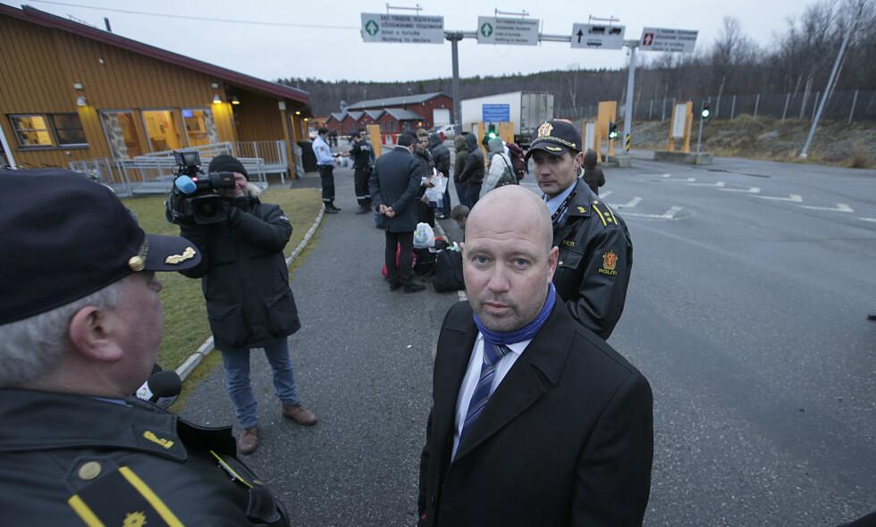 BYGGER GJERDE: Justisminister Anders Anundsen (Frp), her ved grensestasjonen på Storskog i fjor høst. Foto: Vidar Ruud / NTB Scanpix