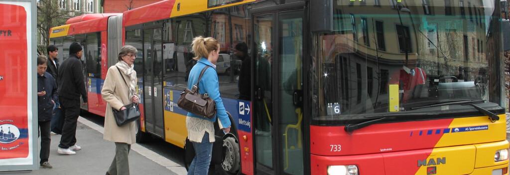 <b>Enda bedre humør: </b>Vi kjører buss som aldri før. Foto: Ruter As