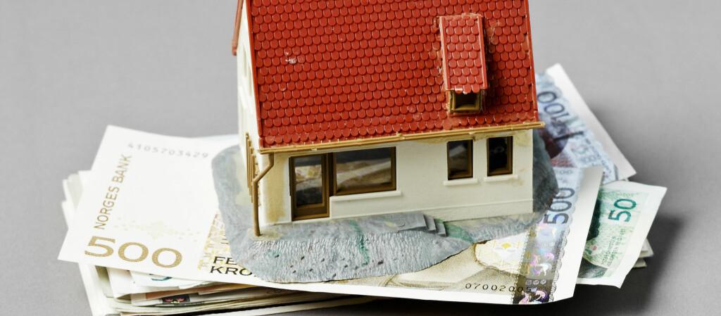 Jobben med å skaffe boliglån kan settes ut til andre, men ikke vær naiv. Foto: Colourbox.com