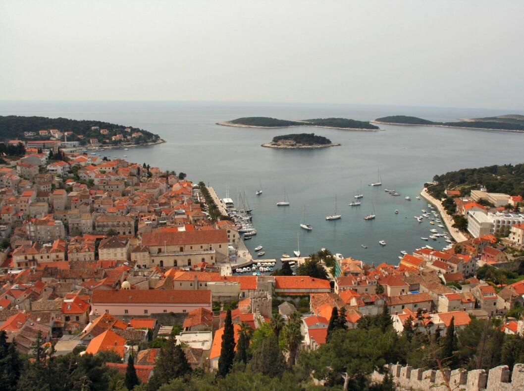 Hvar by er en av Kroatias vakreste. Det er denne øya som tiltrekker seg flest turister. Foto: Stine Okkelmo