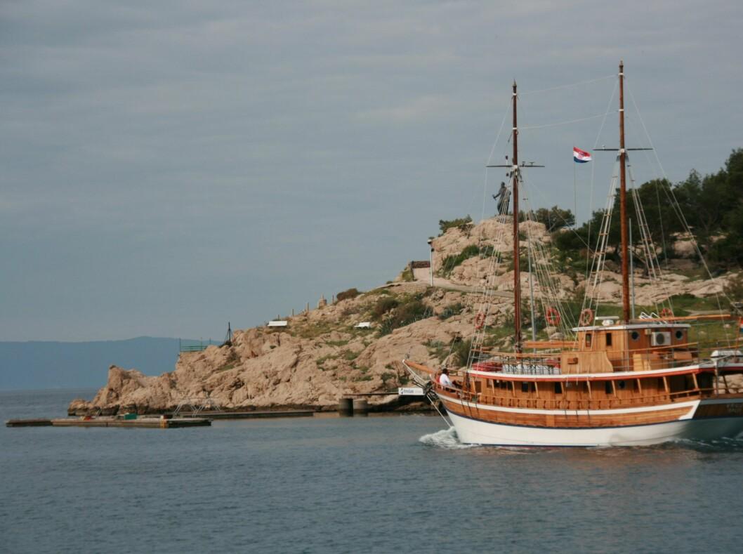 Kroatia er et paradis for seilere. Enten leier du egen båt, eller bestiller en lugar på en av de større båtene. Her får du full oppvartning, og trenger ikke gjøre annet enn å sole deg på dekk. Foto: Stine Okkelmo