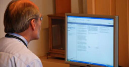 Riksbanksjef Stefan Ingvas chatter med det svenske folk.