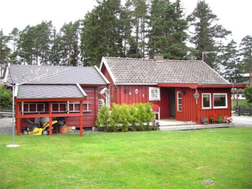 Hytte i Strömstadsvägen i Dals-Ed. Foto: Fastighetsbyrån