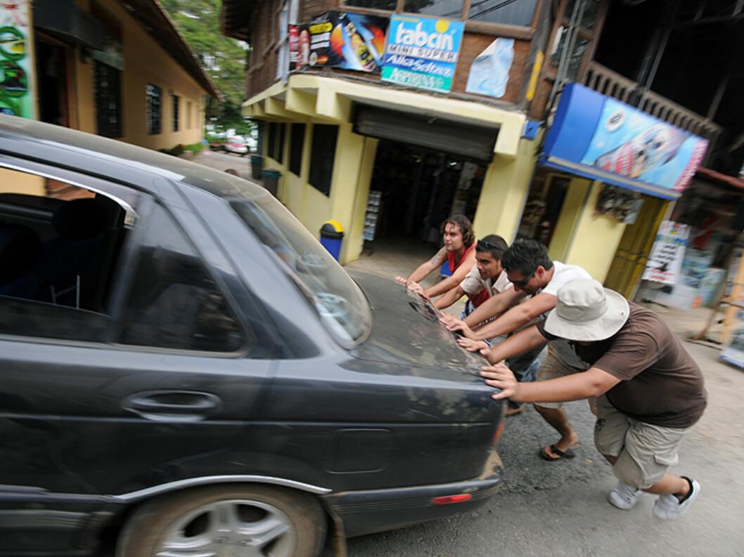 Bilparken er noe slitt i Costa Rica...