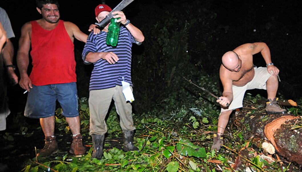 Det er ikke langt fra rattet til flaska til macheten på landsbygda i Costa Rica.