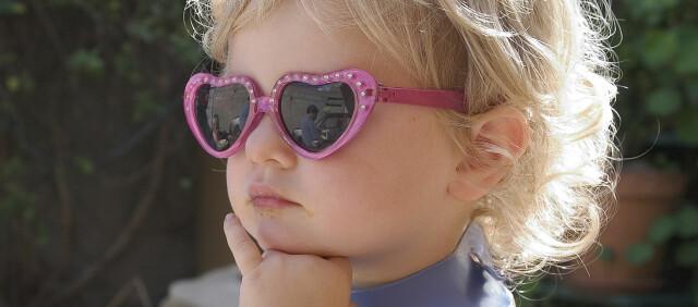 ac180e906 Barn må bruke solbriller - DinSide