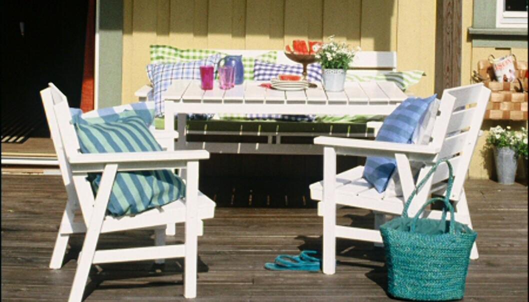 Et par strøk maling, og terrassemøblene ser flunkende nye ut. <i>Foto: www.ifi.no</i>