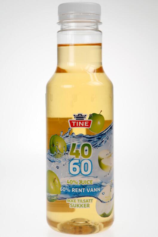 Denne flasken er formgitt av den prisbelønnete industridesigneren Johan Verde. Juicen i den koster 85 kroner per liter, mot 18 kroner i butikken. Foto: Per Ervland