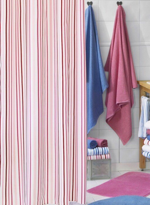 Fargerike tekstiler til baderommet får du til en rimelig penge på Ellos.no.  Foto: Ellos