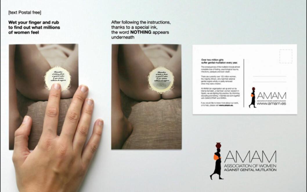 """Den frivillige organisasjonen AMAM (Asociación de Mujeres Antimutilacion) jobber for å motvirke kjønnslemlestelse. Dette spesielle postkortet tar i bruk svært skarpe virkemidler. Du ser en skrevende person, sensurert med et slags skrapefelt rundt kjønnsorganet, akkompagnert av teksten """"fukt fingeren din, og gni for å finne ut hva millioner av kvinner føler"""". Gjør man dette kommer ordet """"nada"""" opp, som betyr """"ingenting""""."""