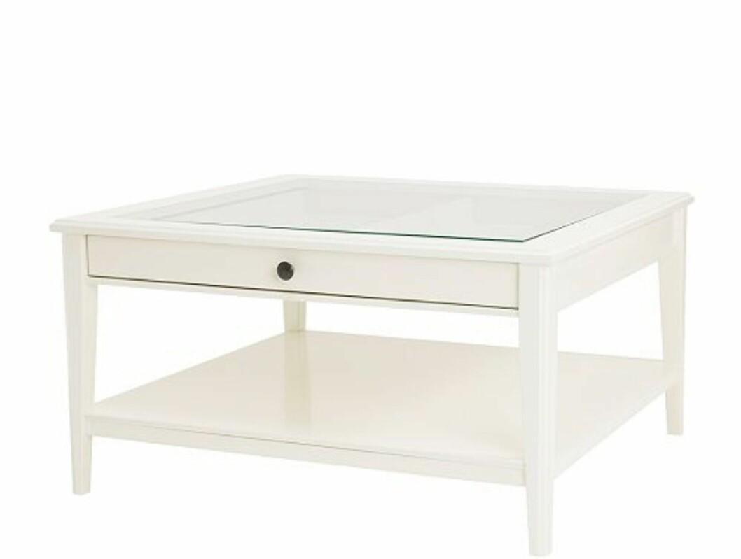 Bordet Liatorp har glasstopp og en skuff du kan trekke ut.  Foto: Ikea