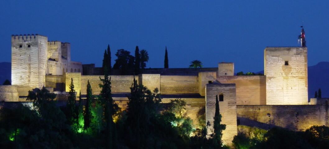 """Alhambra - """"Det røde slottet"""" - er en av Spanias største turistattraksjoner, og ligger ved Granada, som er den billigste storbyen på denne listen. Foto: Georg Charwat"""